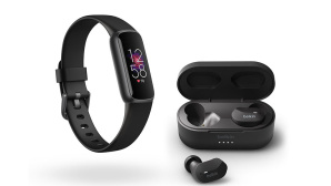 Fitbit Luxe und Belkin Soundform True Wireless Earbuds © tink