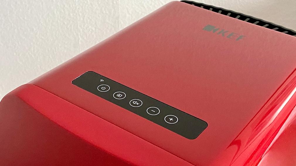 Lauter, leiser, nächster Titel, Pause: Die KEF LS50 Wireless II gehorchen auch per Fingertipp.
