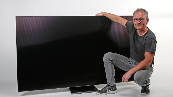 Fernseher sind mit zunehmend größeren Bildschirmen gefragt, der 75-Zöller im Bild von Samsung ist einen Meter hoch und 1,65 Meter breit.©COMPUTER BILD