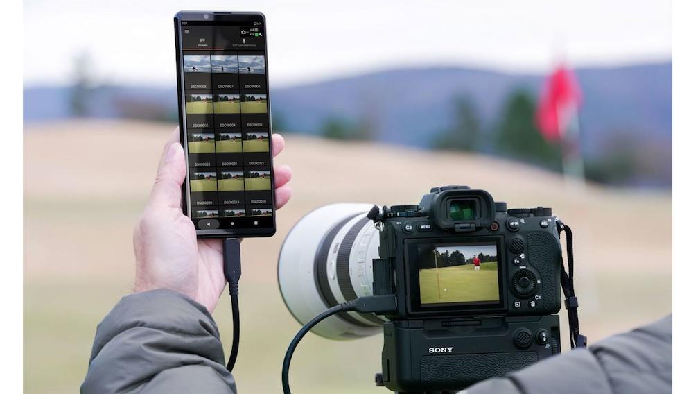 Sony Xperia Pro verbunden mit Kamera