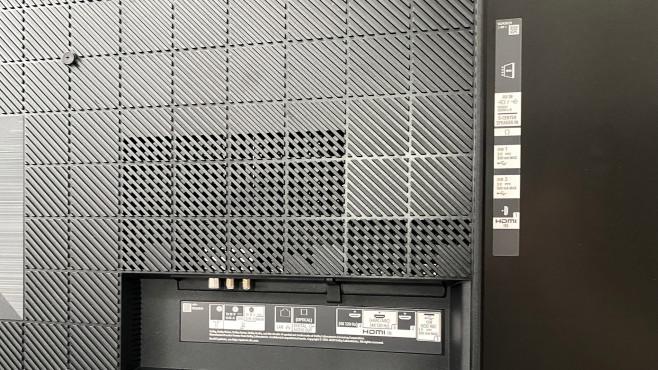 Auf der Rückseite des Sony A80J finden sich vier HDMI-Eingänge©COMPUTER BILD