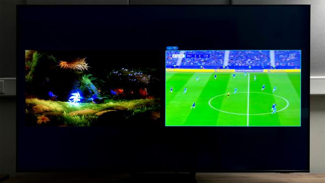 Der Samsung Q70A erlaubt mit Multiview ein Spiel nebenbei.©COMPUTER BILD