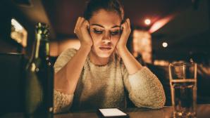 Um sich aus einer toxischen Beziehung zu lösen, müssen Betroffene auch digital konsequent handeln.©iStock.com/ skynesher