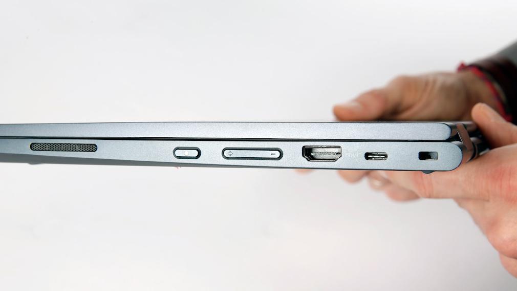Lenovo Thinkpad C13 Yoga vor grauem Hintergrund