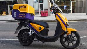 Gelber eScooter von Getir parkt auf der Straße©SOPA Images / Getty Images