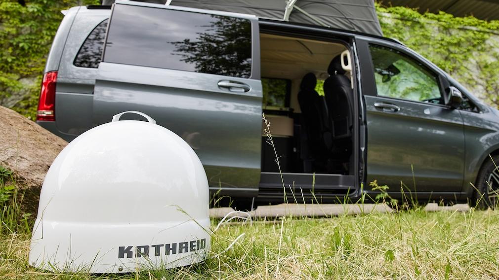 Die Sat-Antenne Kathrein CAP500M richtet sich automatisch mit Motoren auf den Astra-Satelliten aus.