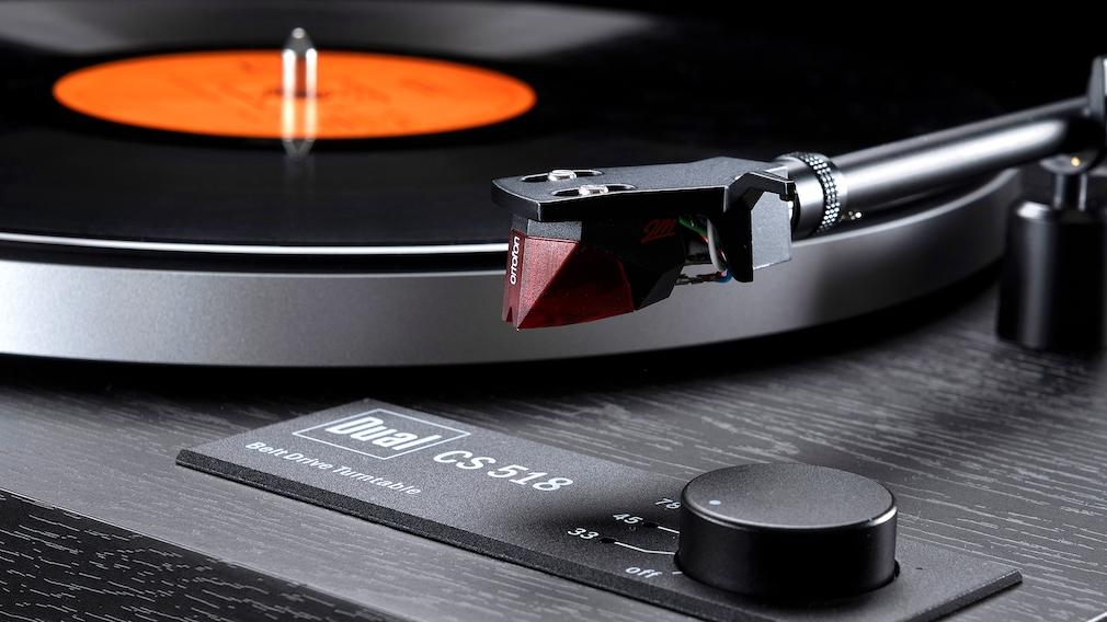 Dual CS418 und CS518 im Test: Serienmäßig ist der Tonabnahmer Ortofon 2M red montiert.