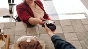 Bezahlung per NFC-Schnittstelle des Smartphones©pexels.com