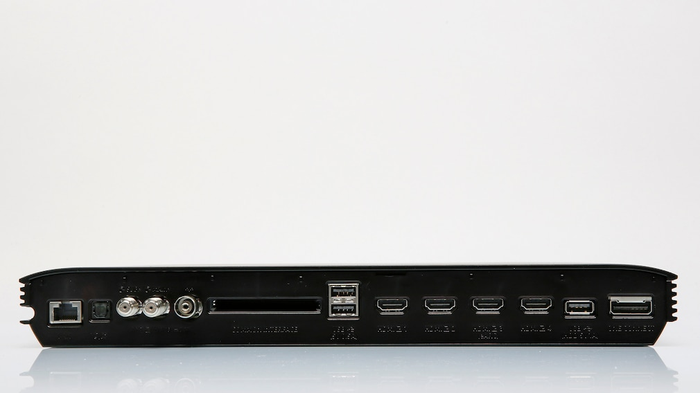 Samsung QN800A im Test: Ein Fernseher zum Staunen! An der One-Connect-Box des Samsung QN800A finden sich vier HDMI-Eingänge, alle auch für 4K bis 120 Hertz geeignet. Außerdem Antennenanschlüsse, USB, Netzwerk, Stromanschluss und die Verbindung zum Bildschirm.