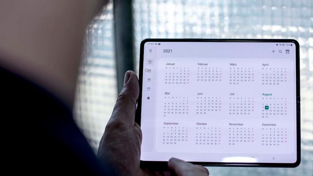 Samsung Galaxy Z Fold 3: Das erwarten wir vom Faltwunder der dritten Generation Samsung hat Bedienelemente etwa in der Kalender-Apps verkleinert, so wird das Display besser für den eigentlichen Inhalt ausgenutzt.