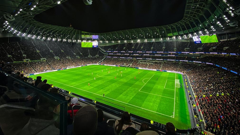 Gefülltes Fußballstadion