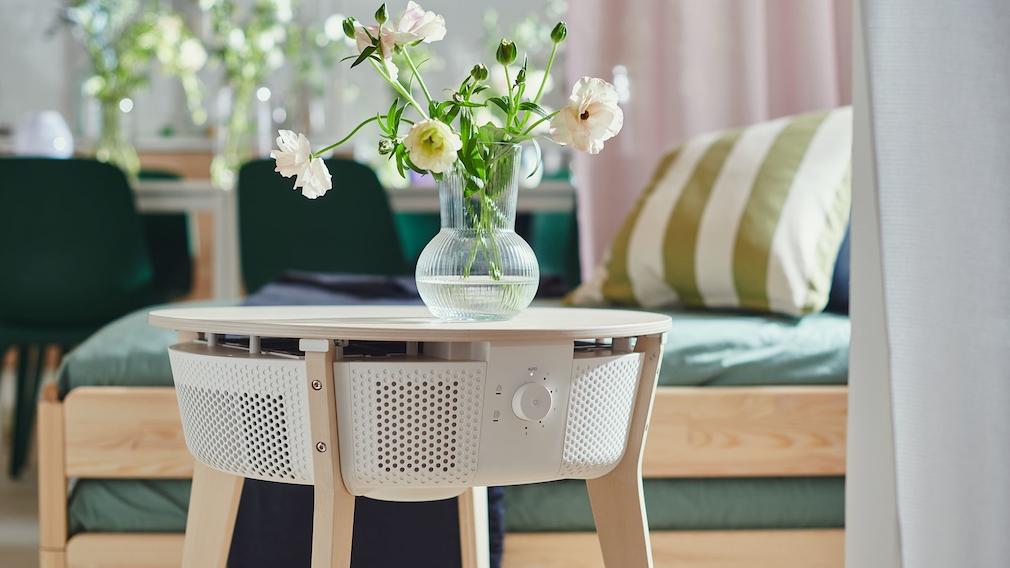 IKEA-Luftreiniger Starkvind als Tisch in einer Wohnung.