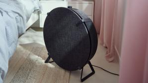 IKEA-Luftreiniger Starkvind steht in einem Schlafzimmer.©IKEA Inter Systems B.V.