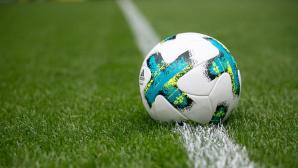 Ein Fußball auf dem Feld©DFL / Amazon