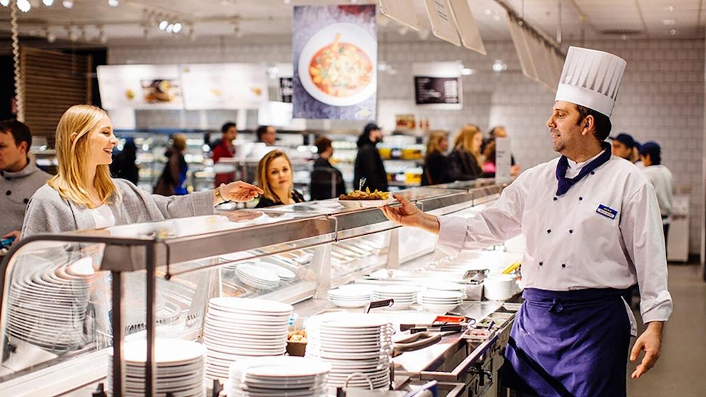 Theke im Ikea-Restaurant©Ikea/ André Grohe