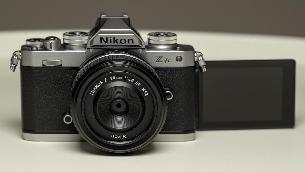 Nikon Zfc mit Schwenk-Display