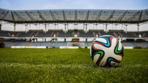 Fu�ball im Stadion©pexels.com