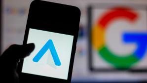 Android-Auto-Logo auf einem Smartphone.©SOPA Images /Getty Images