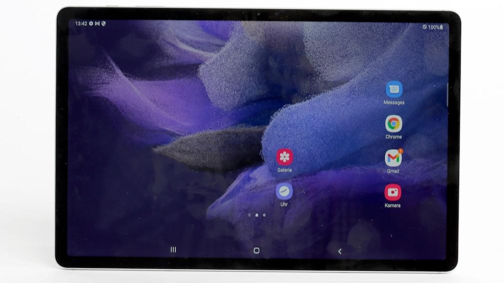 Das Samsung Galaxy Tab S7 FE vor hellem Hintergrund