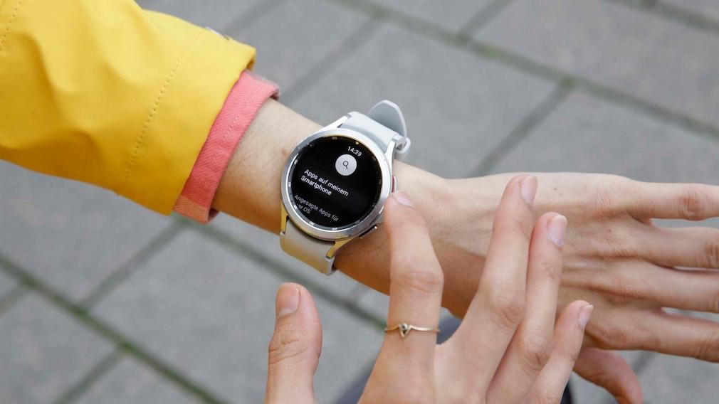 Samsung Galaxy Watch 4 Classic Play Store