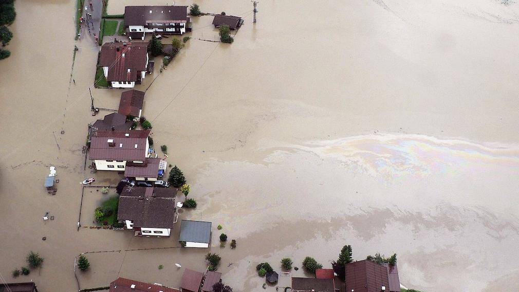Flutkatastrophe umspült Häuser
