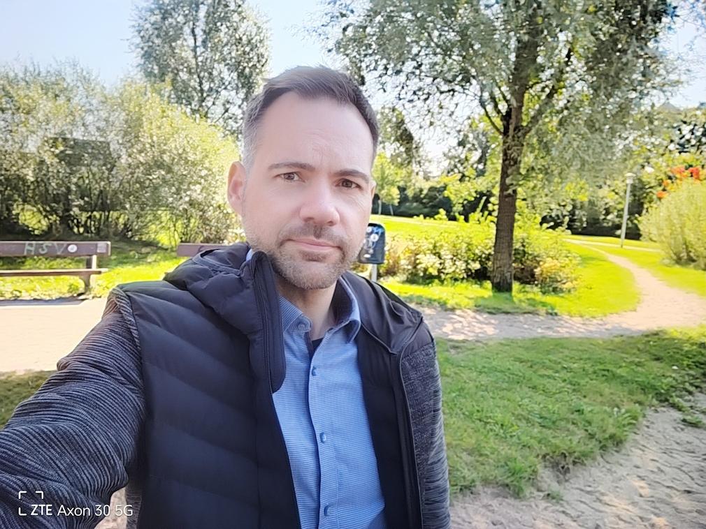 Selfie ZTE Axon 30