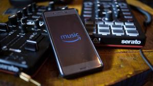 Handy mit Amazon Music auf Loop-Pedal und Mischer©SOPA Images/Getty Images