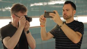 Kamera gegen Smartphone©COMPUTER BILD