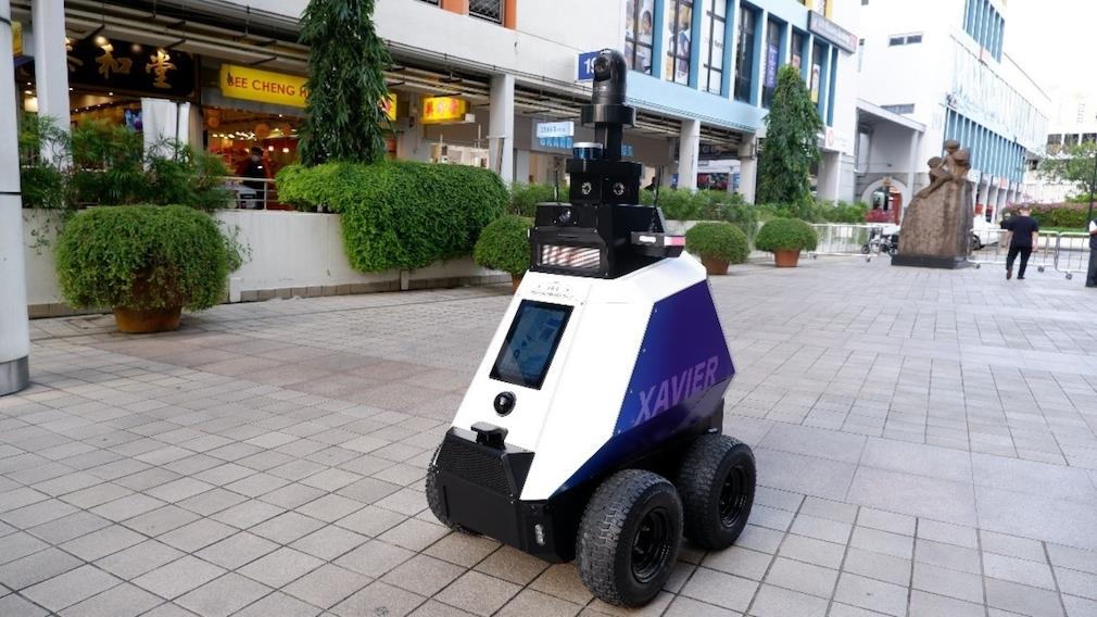 Singapur: Roboter bestrafen schlechtes Benehmen So sieht er aus: Singapurs neuer Polizei-Roboter.
