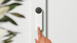 Finger dr�ckt auf eine Klingel?©Google Nest