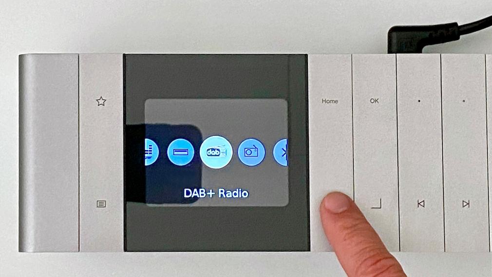 Das Loewe Klang S1 bietet Programm mit DAB+, Internetradio, Podcasts, Amazon Music und Spotify Connect.