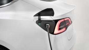 Tesla am Supercharger©Tesla