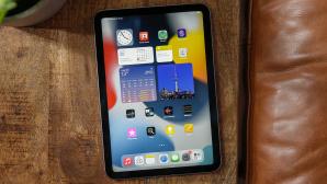 iPad mini liegt auf einem Couchtisch©COMPUTER BILD