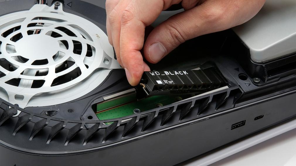 SSD in PlayStation 5 einbauen: Speicher erweitern mit wenigen Handgriffen