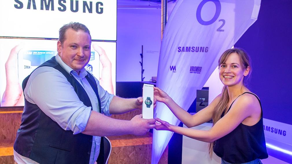 Die Samsung Galaxy Watch 4 wurde dem Sieger Marco Sassano in einer feierlichen Siegerehrung überreicht.