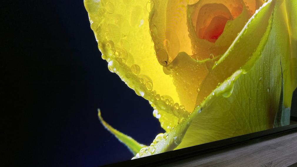 Beim Sony Z9J muss man schon sehr genau hinschauen, um bei extrem kontrastreichen Übergängen im Bild leichte Aufhellungen des schwarzen Hintergrunds zu sehen.