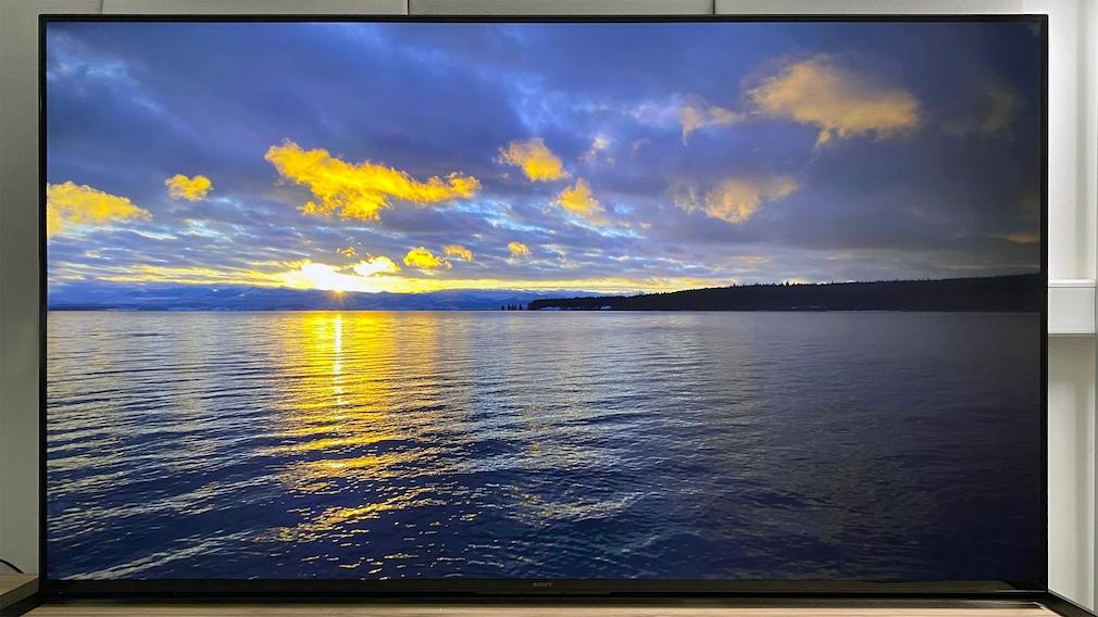 Der Sony Z9J erreicht in kleinen Spitzlichtern wie der Sonne am Horizont bis zu 3.000 Candela pro Quadratmete