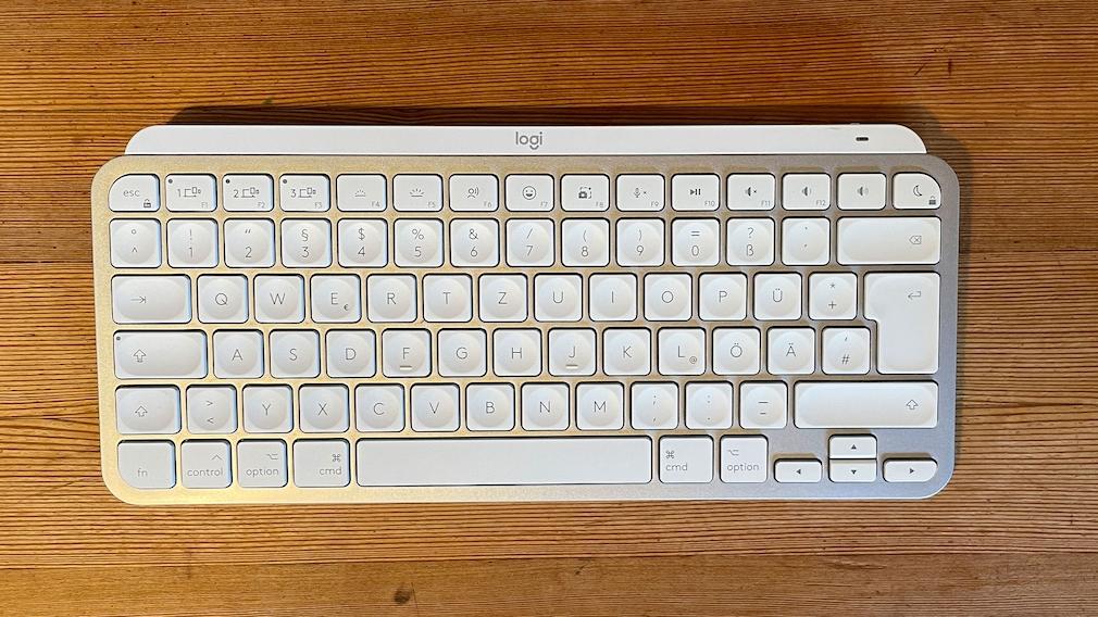 Logitech MX Keys Mini auf einem Tisch