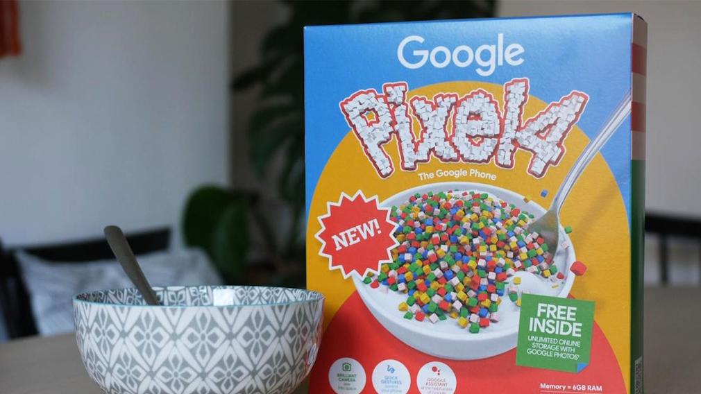 Cornflakes-Schachtel mit Pixel-Schriftzug