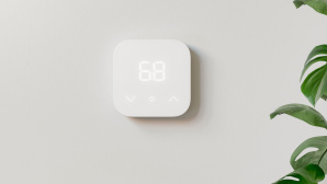 Amazon Smart Thermostat an einer Wand.©Amazon