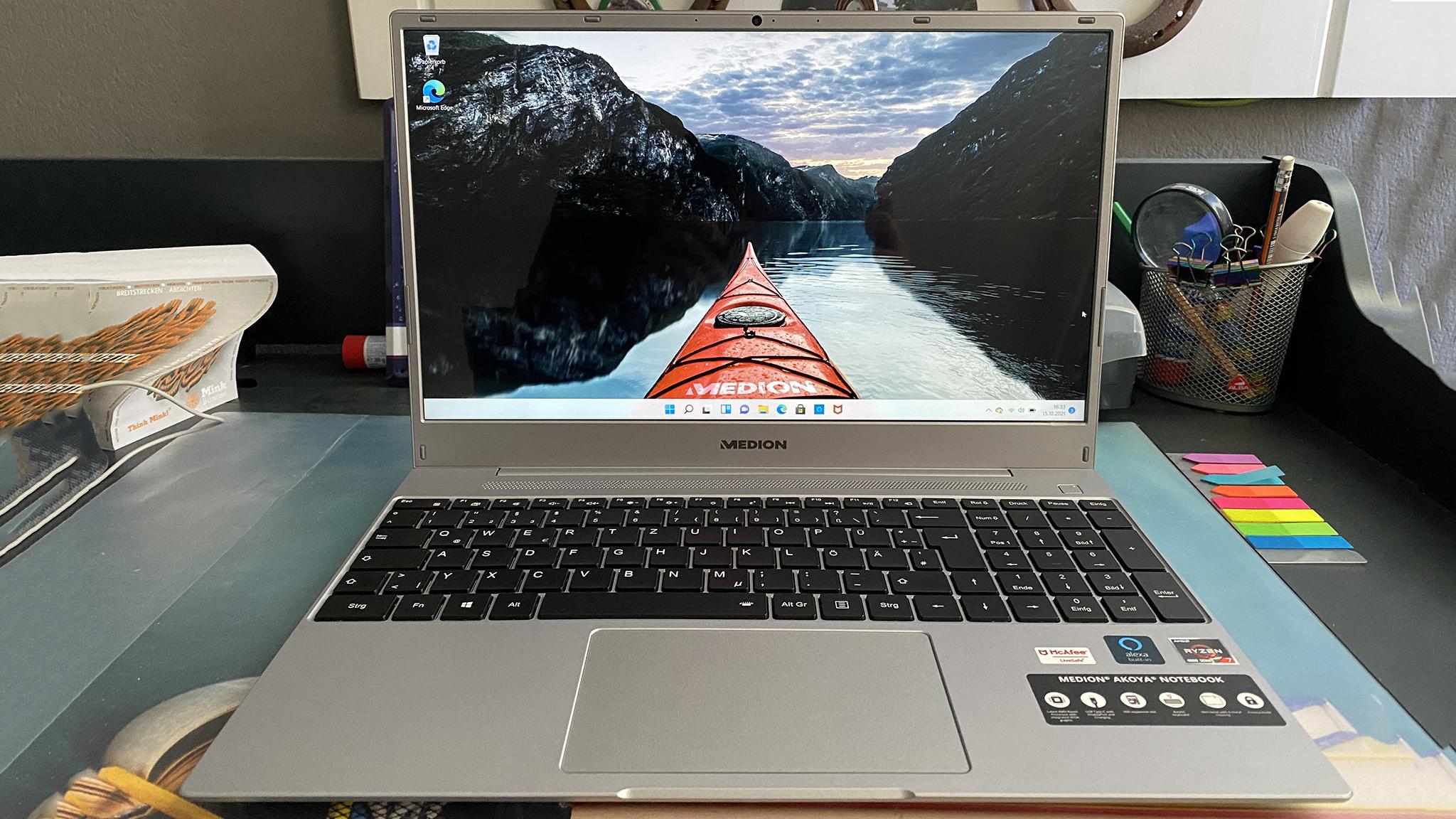 Medion Akoya E15303 im Test: Aldi-Notebook mit Windows 11!