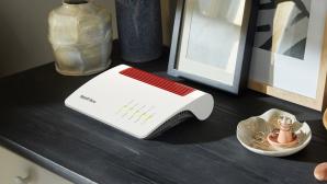FritzBox Router auf einem Schrank©AVM