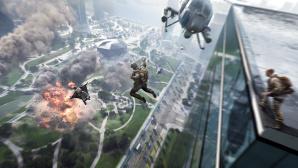 Soldaten springen mit Fallschirmen von einem Wolkenkratzer.©EA / DICE