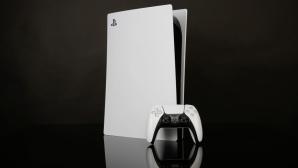 PlayStation 5 vor schwarzem Hintergrund©COMPUTER BILD