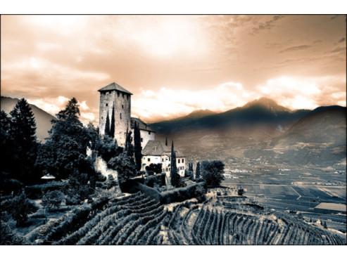 Ein Schloss auf einem Berg
