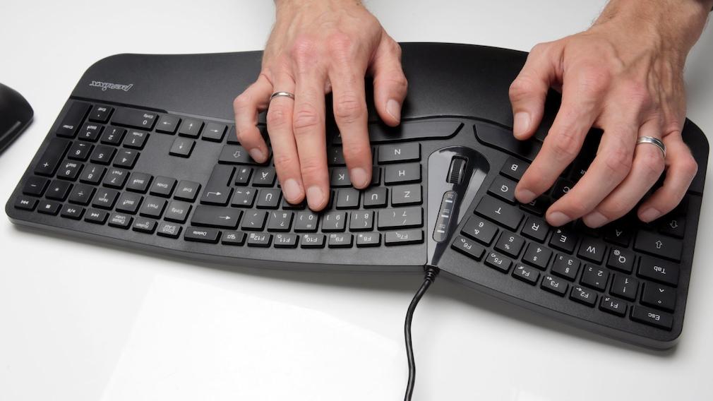 Hämde tippen auf der ergonomischen Tastatur von Perixx.