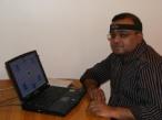 Gnanayutham führt sein Gedankensteuerungs-System vor
