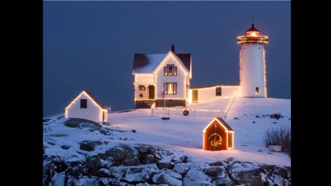 Christmas Lighthouse: Wallpaper mit leuchtenden Häusern ©COMPUTER BILD