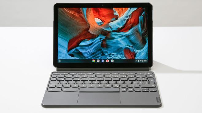 Lenovo IdeaPad Duet Chromebook auf einem Tisch vor grauem Hintergrund©COMPUTER BILD