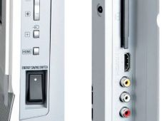 Netzschalter und Anschlussbeschriftung des Sony KDL-46WE5.